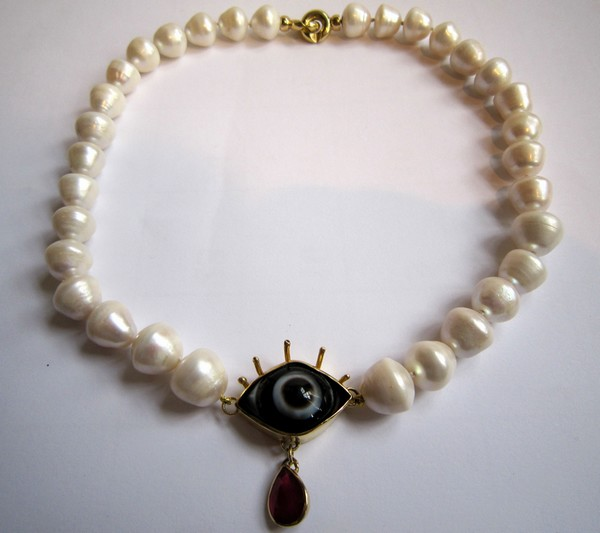 Pearl necklace, gold, ruby, agate