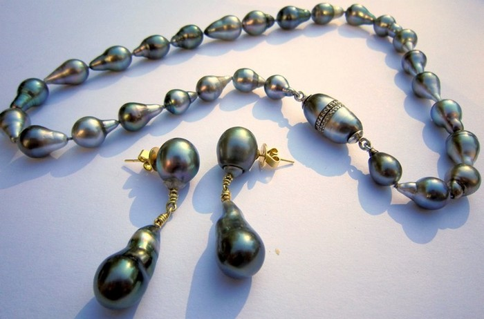 Tahitian pearl necklace, silver & Tahitian