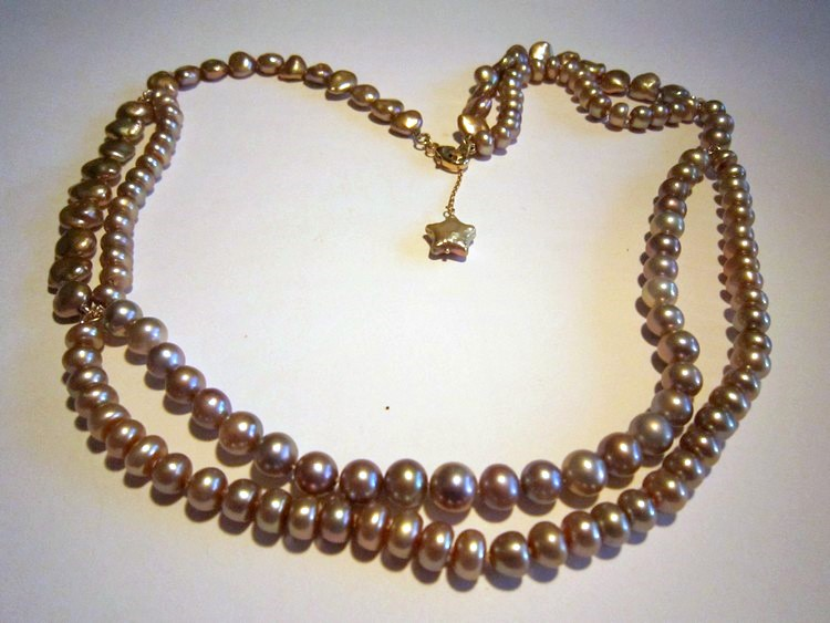 Necklace, pearls, gold